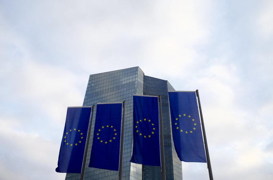 ES vėliavos prie Europos centrinio banko būstinės Frankfurte