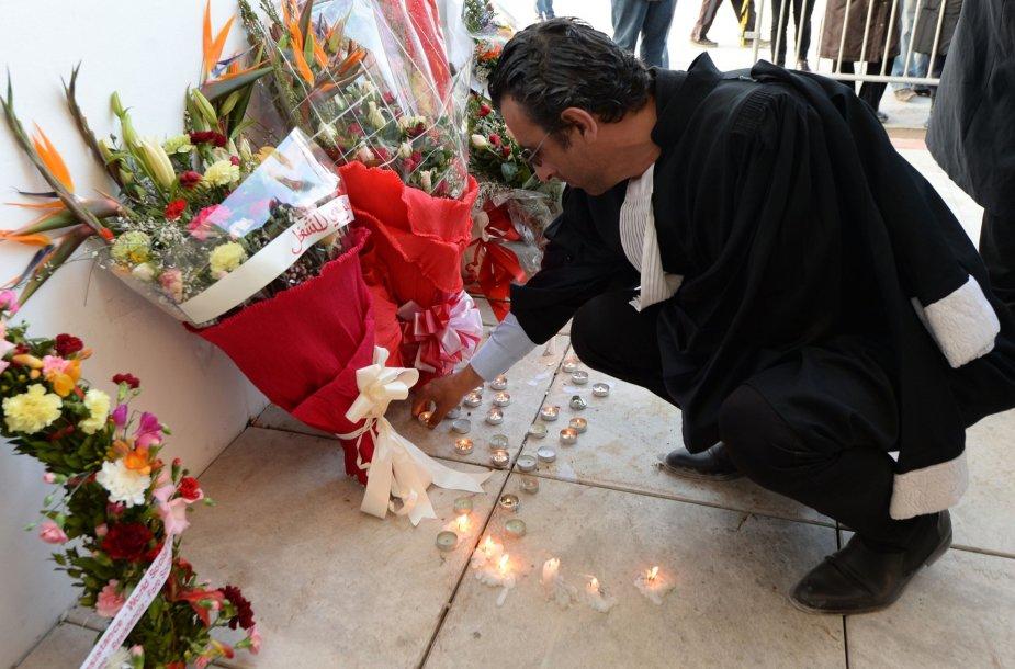 Tunise vis dar gedima išpuolio aukų.