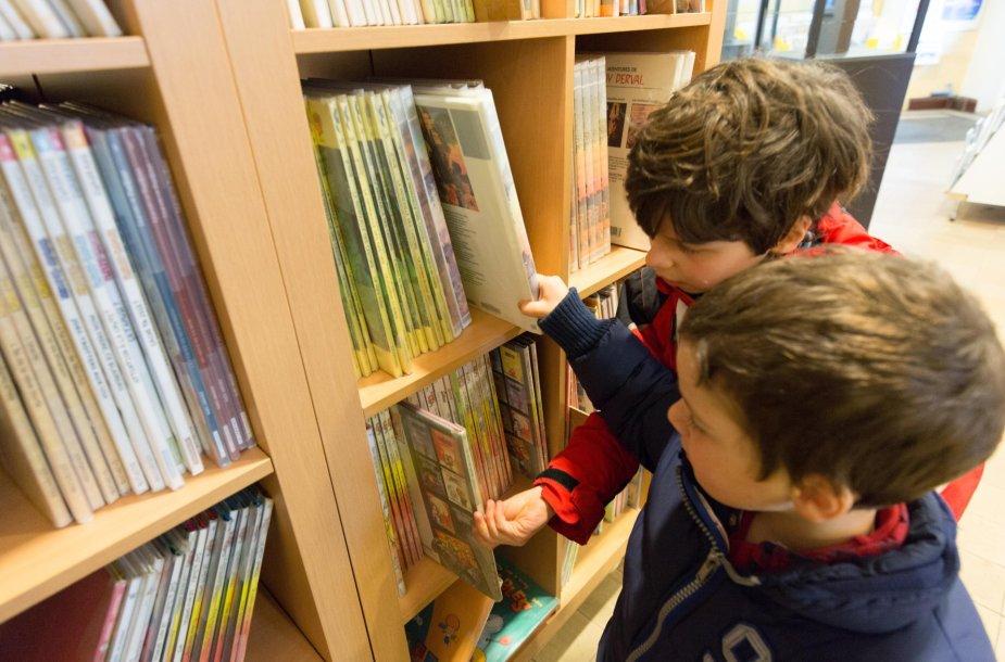 Vaikai bibliotekoje