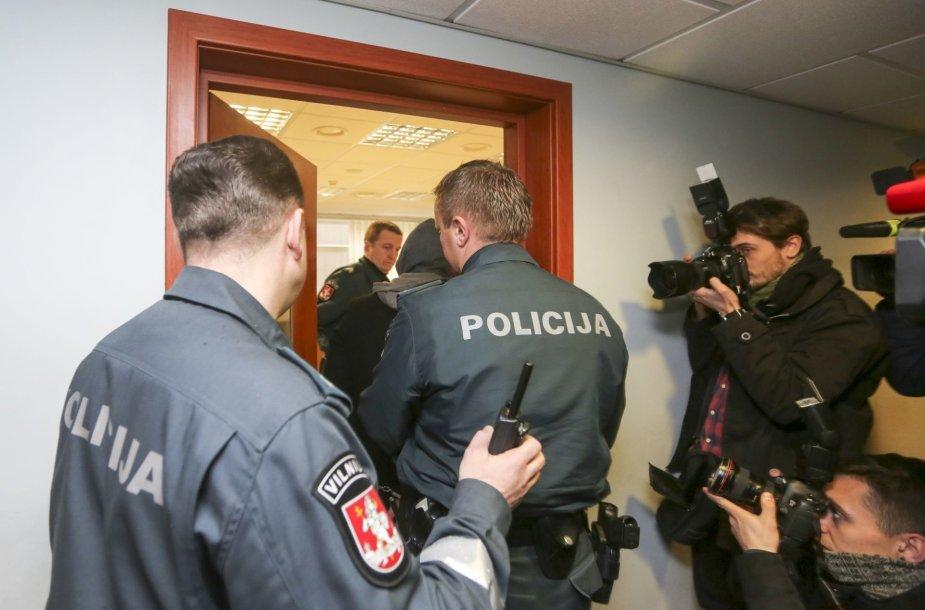 Igoris Molotkovas atvedamas į teismą