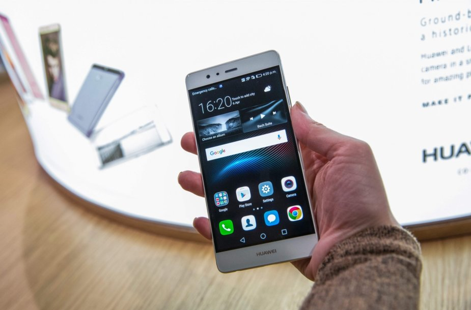 """Londone pristatytas naujasis """"Huawei"""" P9 telefonas"""
