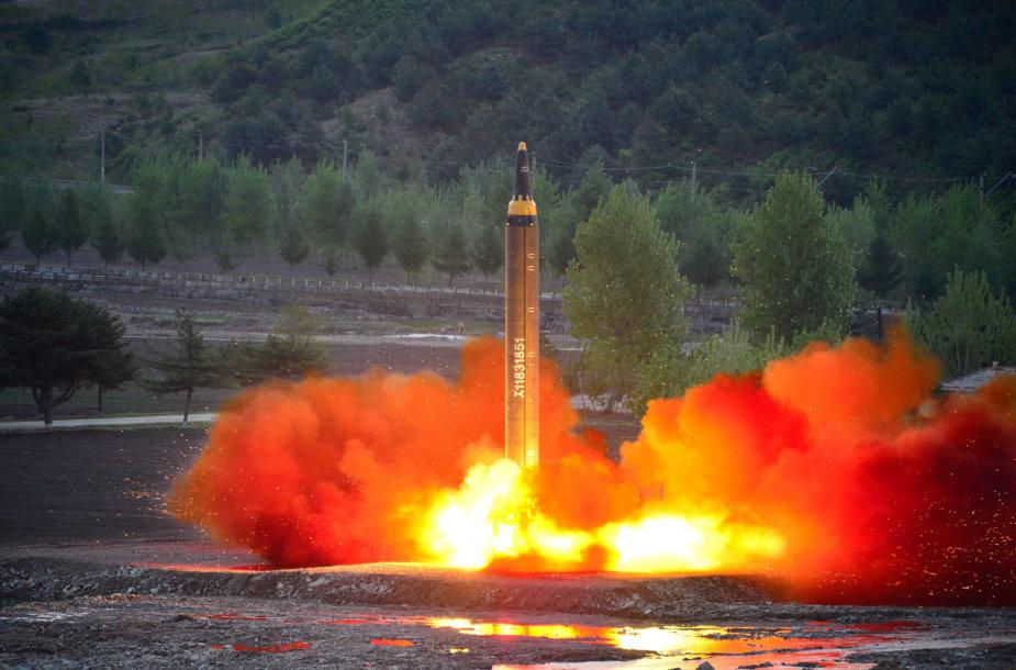 Šiaurės Korėja atlieka balistinės raketos bandymą