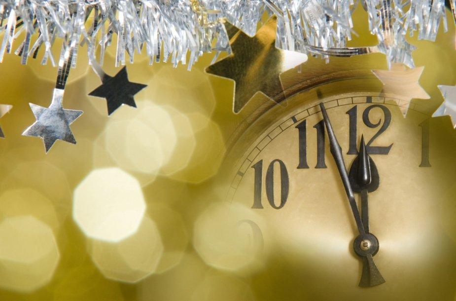 Laikrodis skaičiuoja minutes, likusias iki Naujų metų pradžios