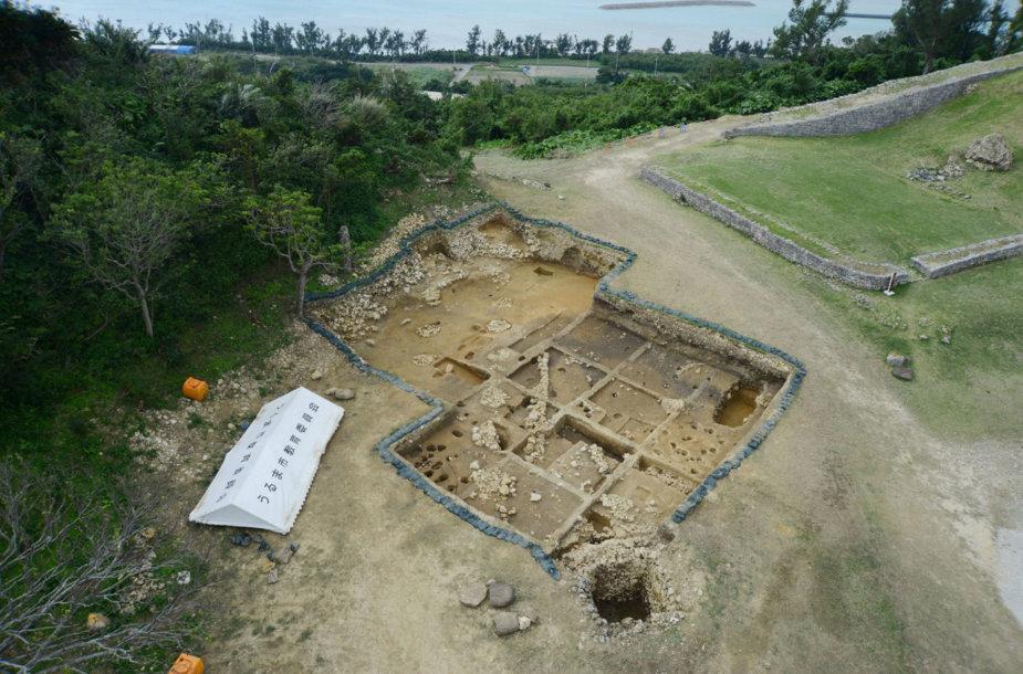 Archeologiniai kasinėjimai Japonijos Kacureno pilyje