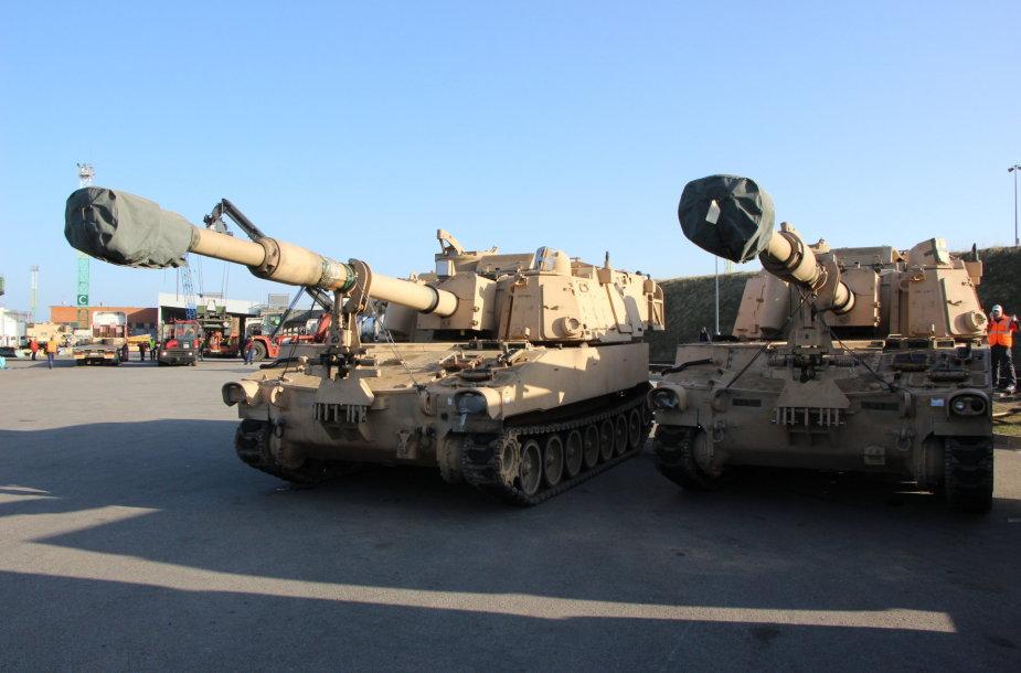 JAV 155 mm haubicos