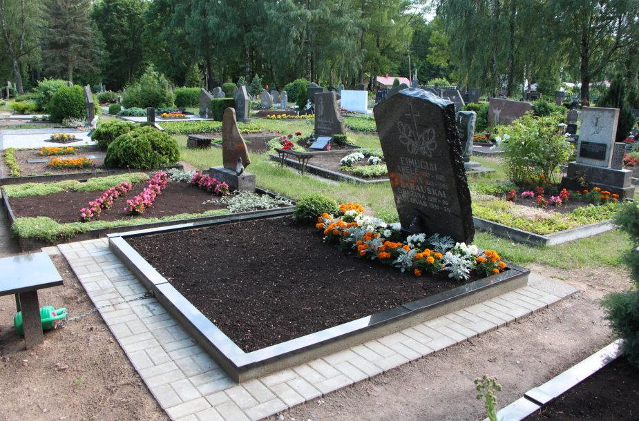Vandalai nuniokojo Jurbarko kapines.