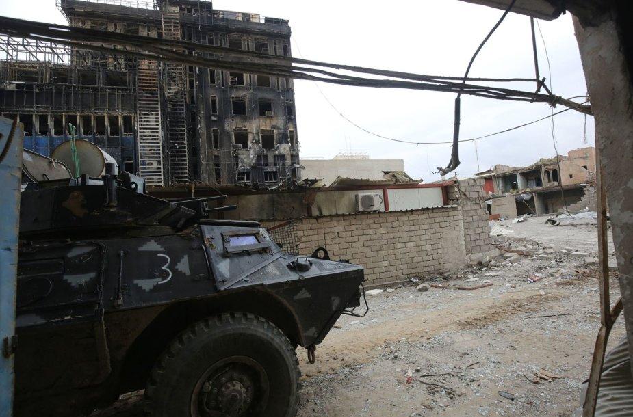 Irako pajėgos įžengė į simbolinę reikšmę turinčios Mosulo mečetės rajoną.