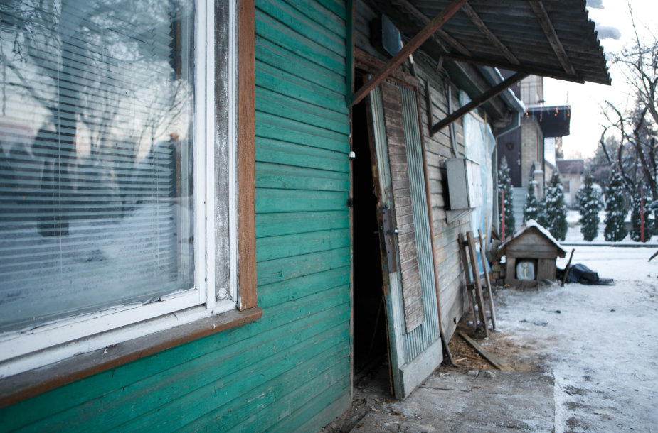 Nuo sprogimo apgriuvęs namas Garliavoje