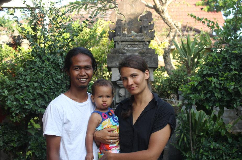 Eglė Šarkaitė kartu su vyru ir dukryte