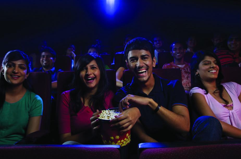 Viešumoje santūrūs indai kino teatre tampa ypač emocionalūs