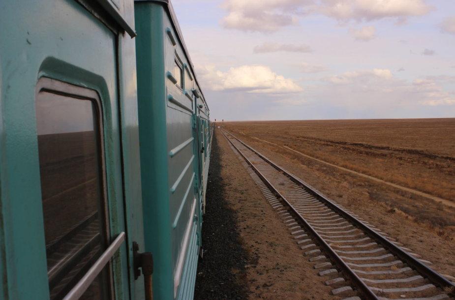 Pro langus matyti tik plikos Kazachstano stepės