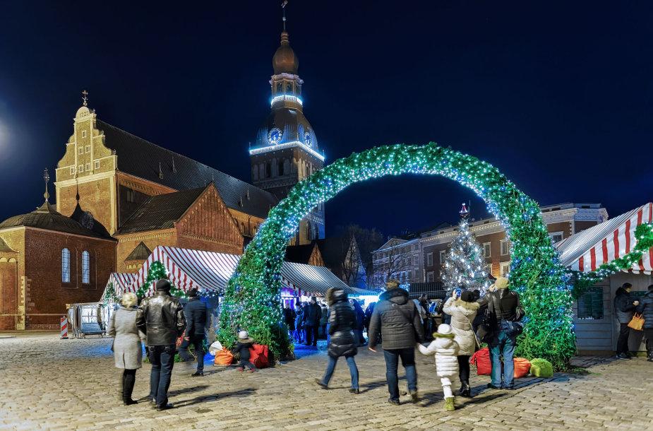Latvijos sostinė Ryga pasipuošusi šventėms