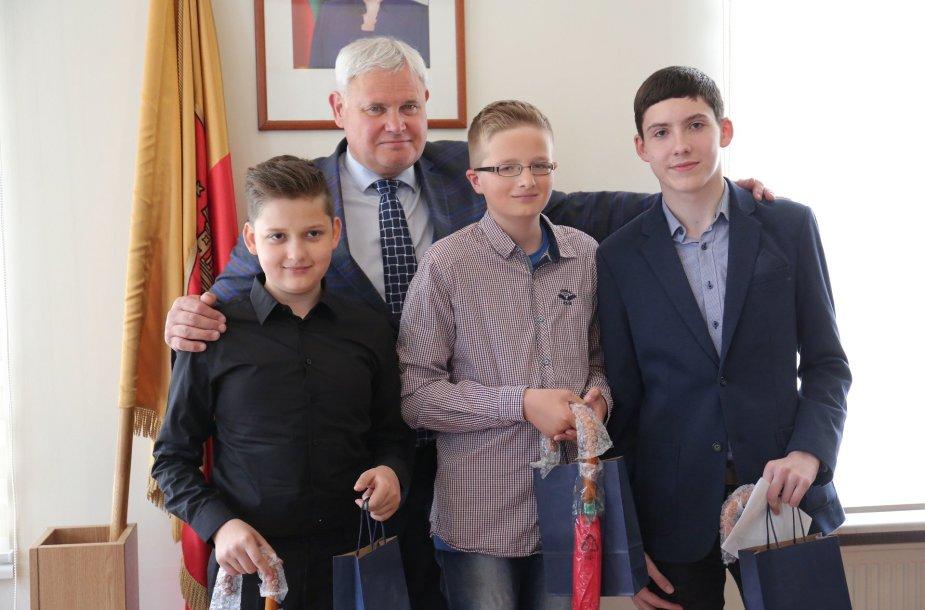 Dieną, kai Lietuva tapo Europos Sąjungos nare, Klaipėdoje gimė trys berniukai. Dabar jiems – po trylika.