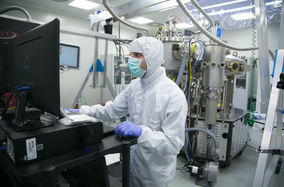 """""""Brolis Semiconductors"""" lazerių gamykla"""