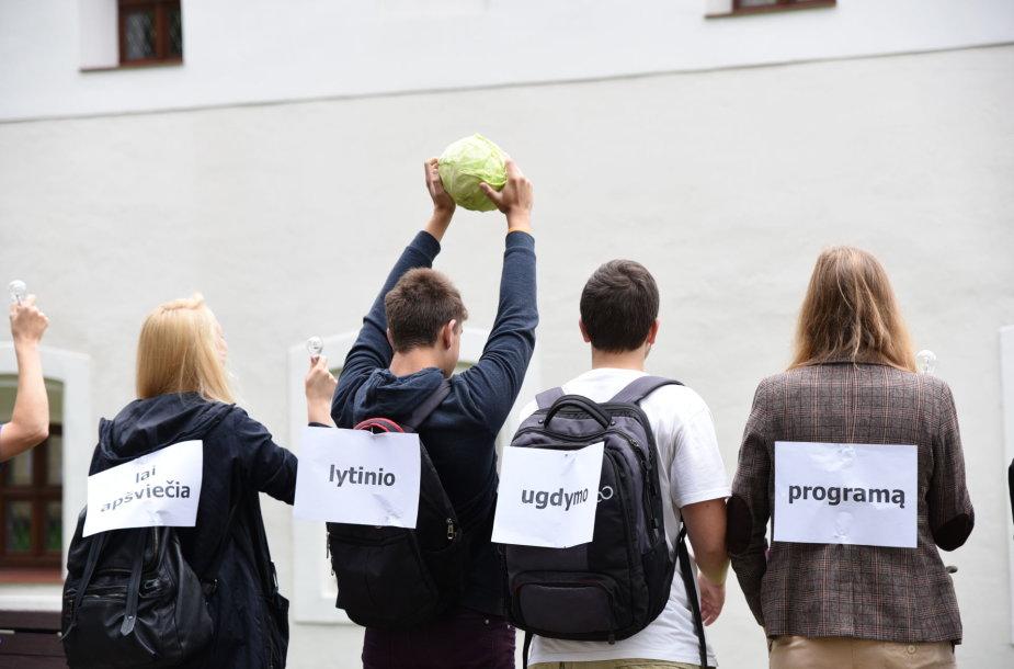 Protesto akcija prie Švietimo ir mokslo ministerijos