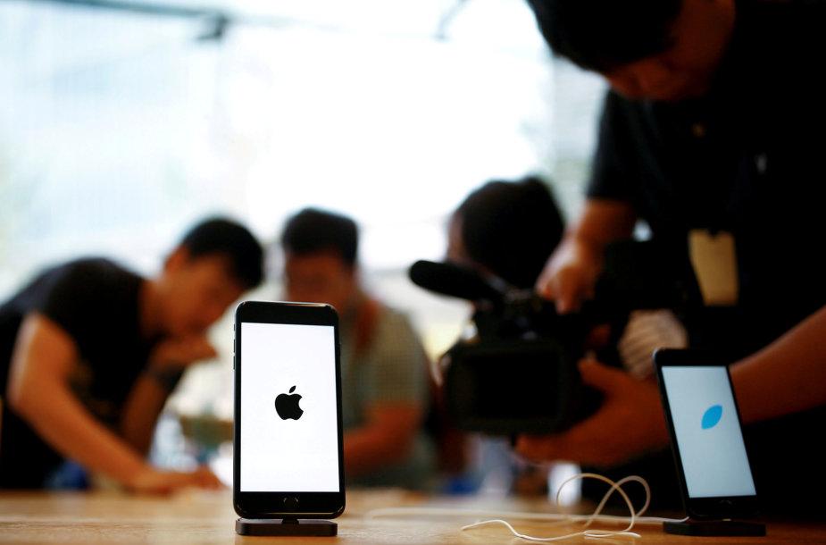 """iPhone 7"" telefonas ""Apple"" parduotuvėje Pekine"