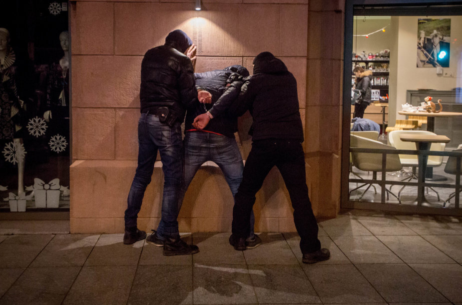 """Vilniuje sulaikyti įtariami """"purkštos žolės"""" platintojai"""