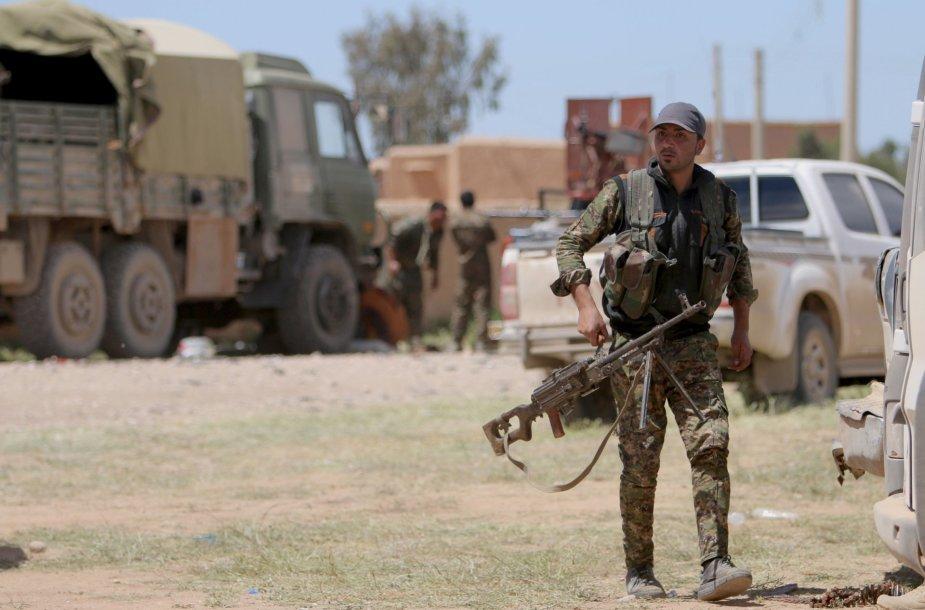 Sirijos Kurdų apsaugos būriai ginasi nuo Islamo valstybės kovotojų