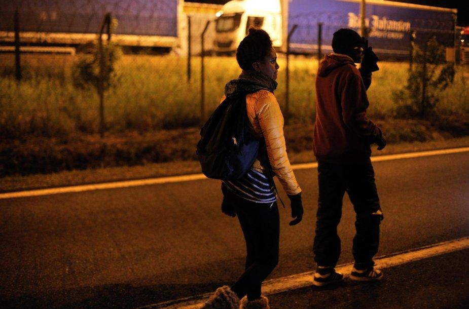 Migrantai Prancūzijoje keliauja link Lamanšo tunelio