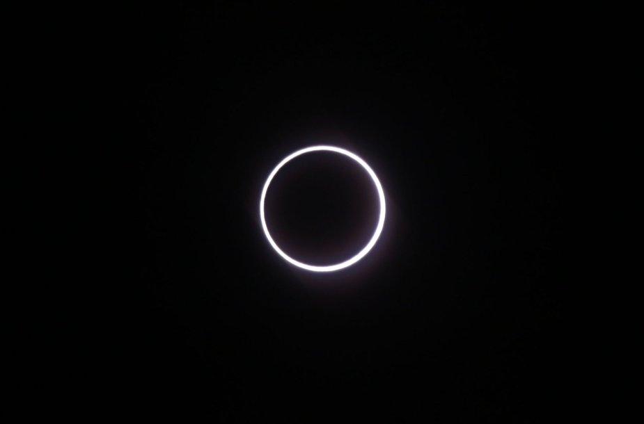 Afrikoje astronomai ir mėgėjai gėrėjosi žiediniu saulės užtemimu