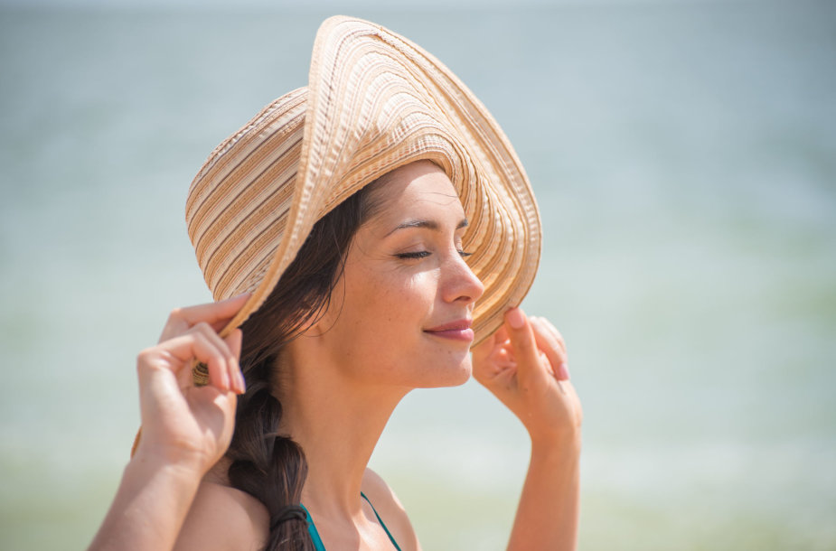 Saulės spinduliai gali būti pavojingi ne tik odai, bet ir akims?