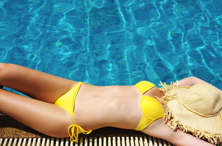 Geltonas maudymosi kostiumėlis