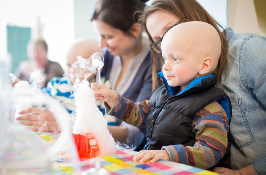 Vėžiu sergantys vaikai trumpam tapo mokslininkais