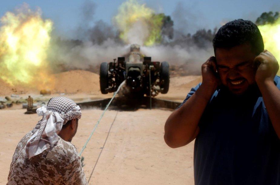"""Libijos kovotojai fronto linijoje prieš """"Islamo valstybės"""" džihadistus"""