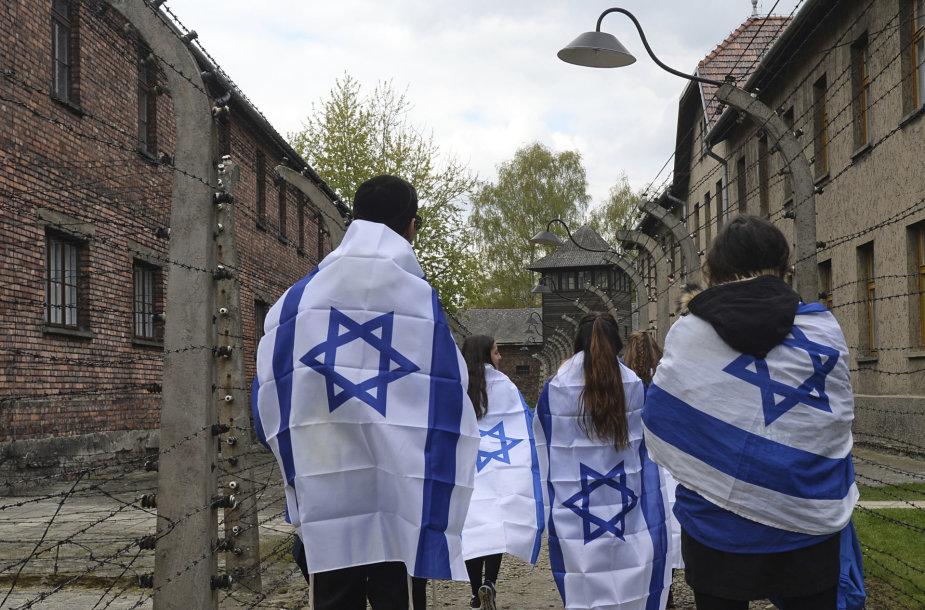 Holokausto aukų pagerbimas Aušvice.