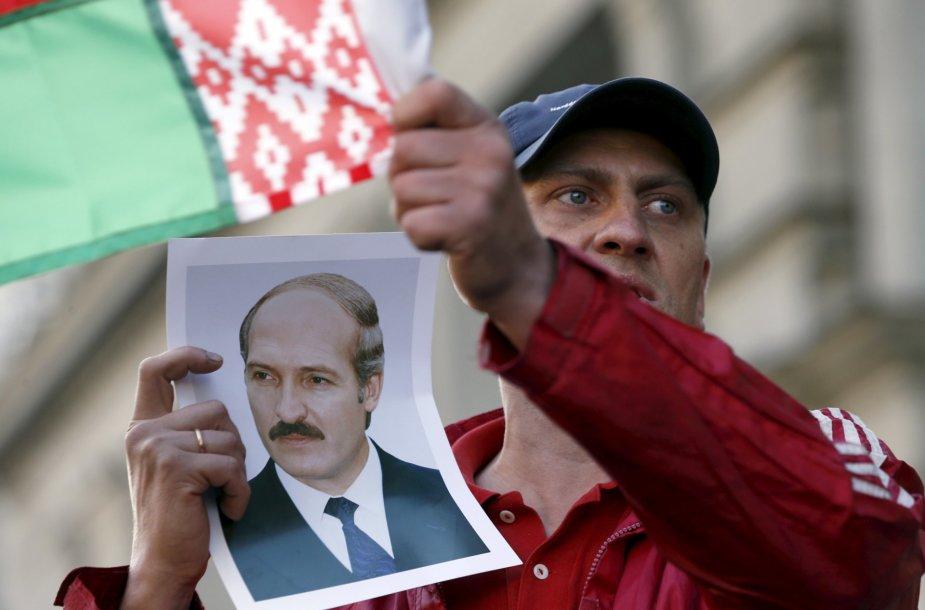 Vyras palaikantis A. Lukašenką