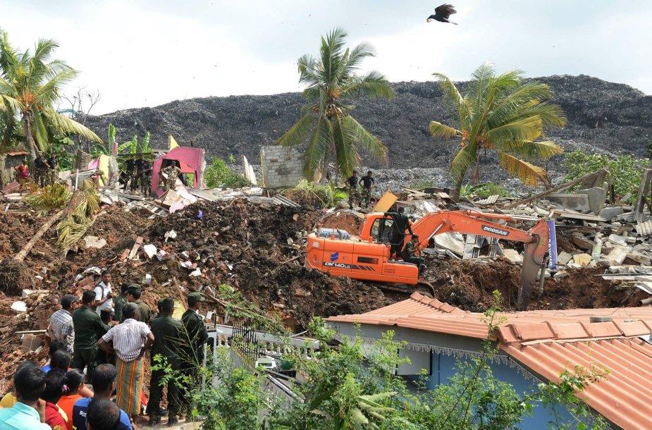 Šri Lankoje – sąvartyno griūtis.