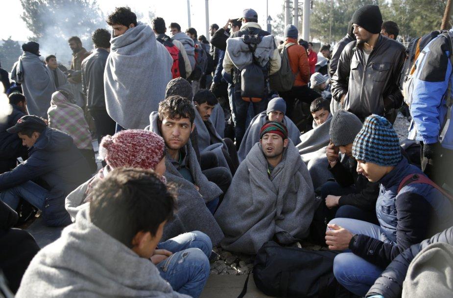 Šimtai migrantų įstrigo Graikijoje dėl Makedonijos teritorijoje pastatytos sienos