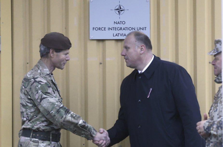 Latvijos gynybos ministras priima NATO karius
