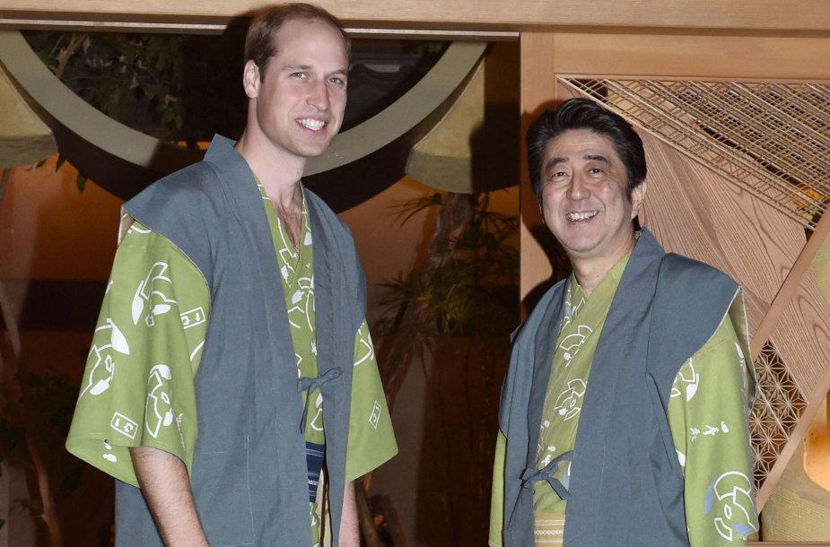 Princas Williamas Japonijoje pasimatavo samurajaus aprangą