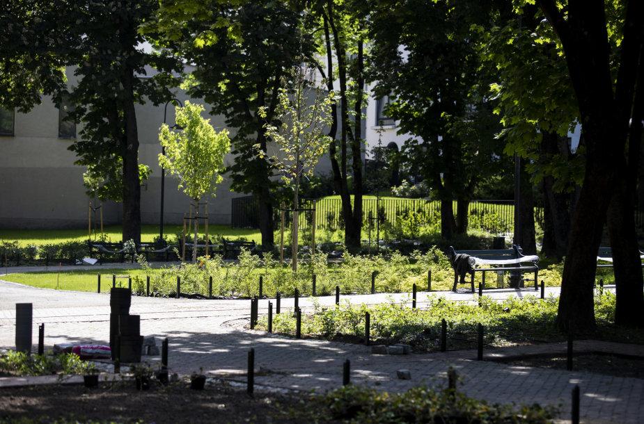 Vilniaus Reformatų parkas beveik baigtas tvarkyti - liko paskutiniai potėpiai