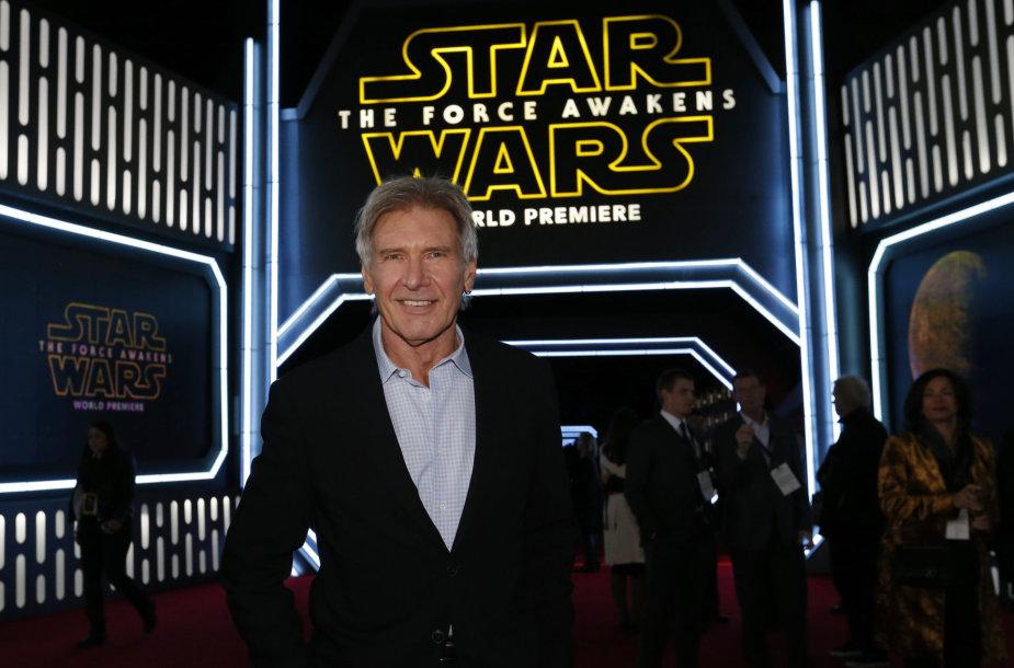 """Pasaulinės filmo premjeros """"Žvaigždžių karai: Galia nubunda"""" akimirka"""