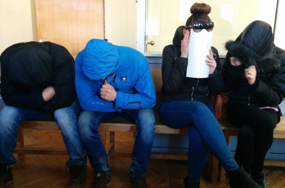 Į teismą atvyko tik keturi iš aštuonių kaltinamųjų Švėkšnos prostitucijos byloje