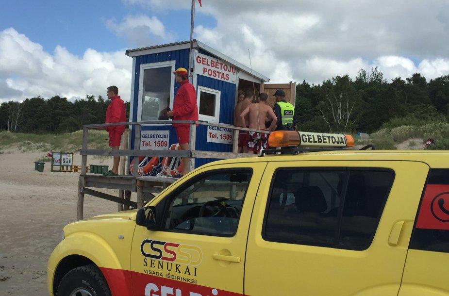 Prie Palangos gelbėtojų stoties rikiuojasi pažeidėjai