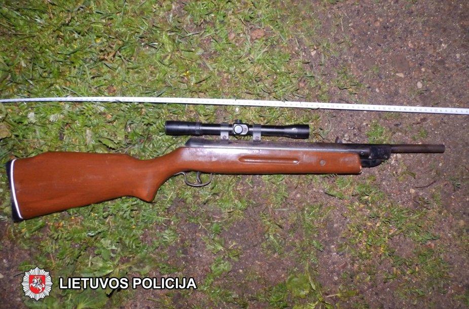 Buitiniame konflikte panaudotas orinis šautuvas
