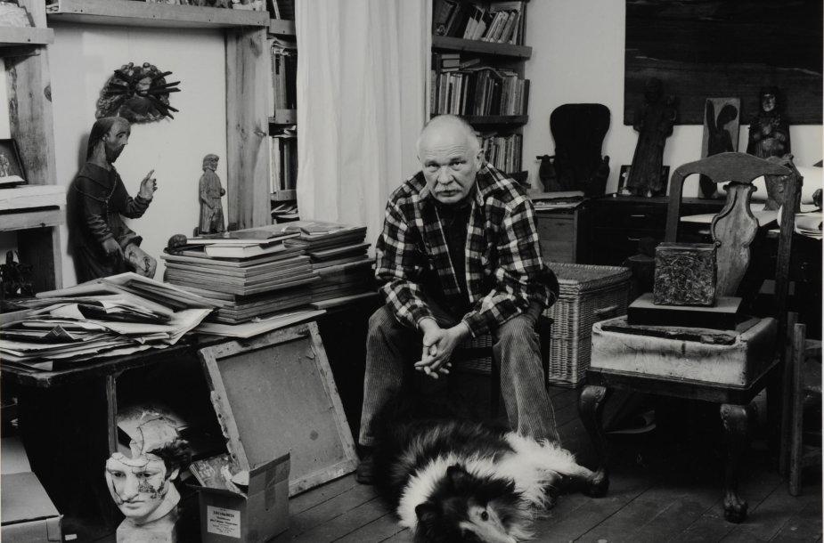 Arūnas Baltėnas, Petras Repšys savo dirbtuvėje, 1988. Modernaus meno centro kolekcija