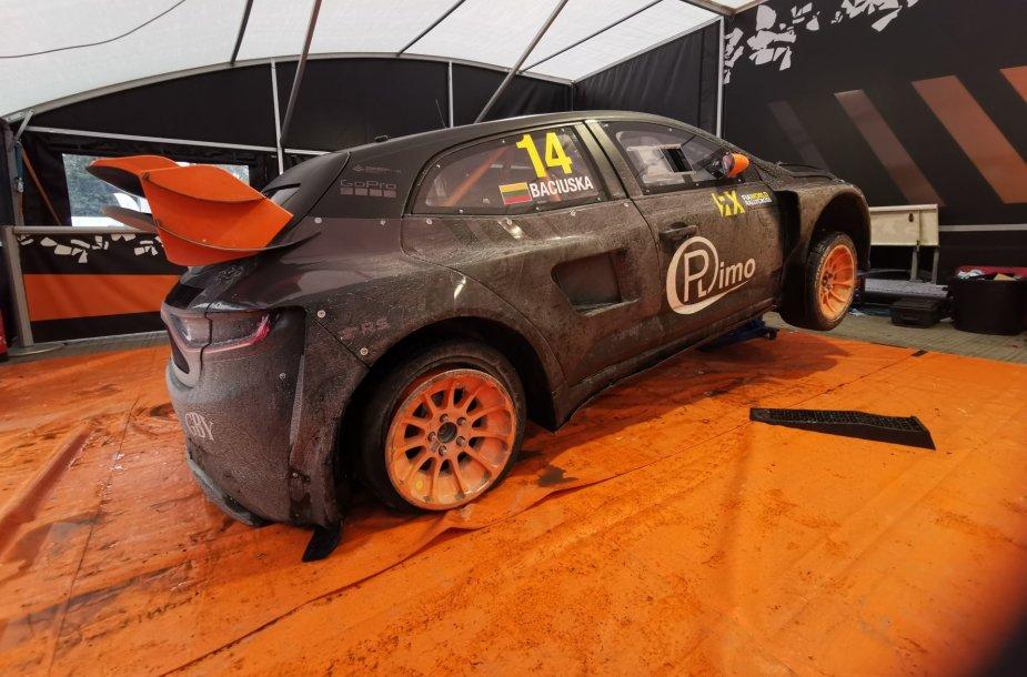 Apgadintas Roko Baciuškos automobilis