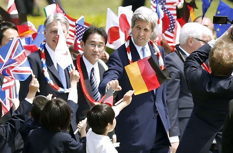 Kerry ir kiti Didžiojo septyneto diplomatijos vadovai aplankė Hirošimos taikos parką