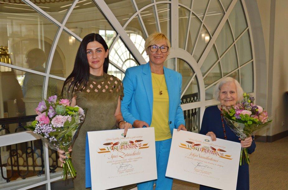 Švietimo, mokslo ir sporto misterijoje apdovanota rašytoja Ignė Zarambaitė ir dailininkė Zofija Vainilaitienė