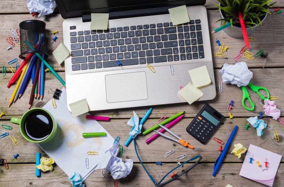 Tvarka kompiuterio ekrane yra ne mažiau svarbi už tvarką ant stalo, ant kurio stovi kompiuteris