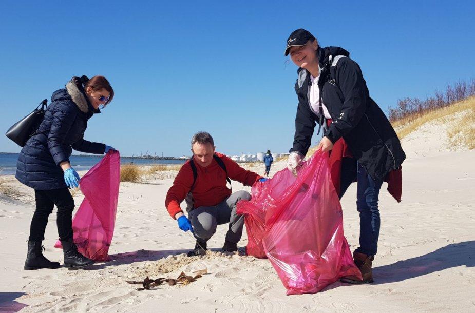Buriuotojai pajūryje surinko daugiau nei 250 kg šiukšlių