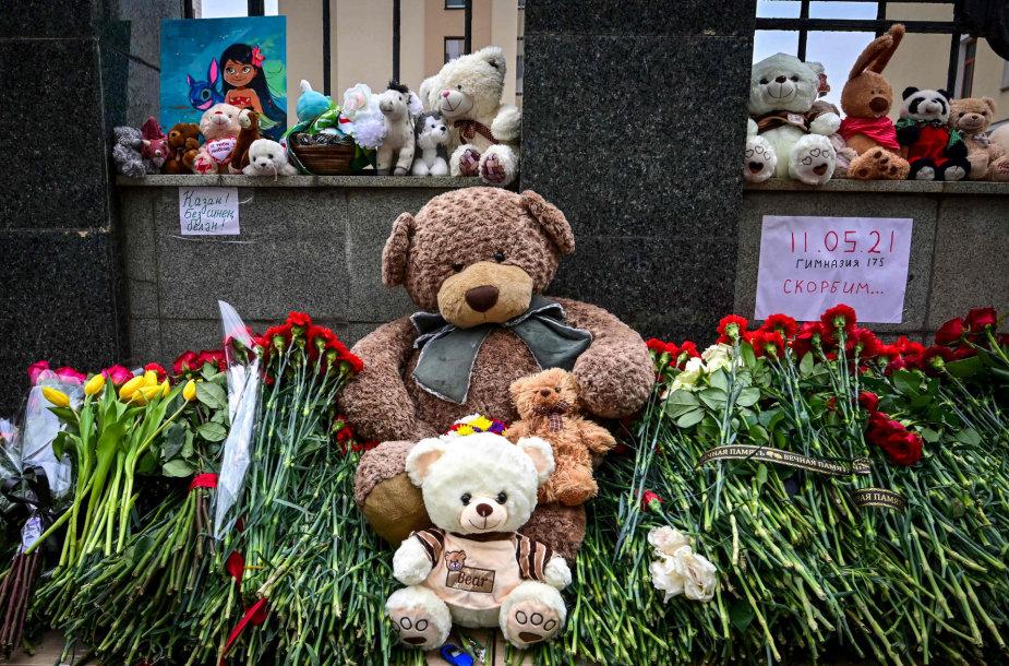 Gėlės prie Kazanės 175-osios gimnazijos