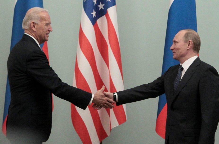 Joe Bidenas ir Vladimiras Putinas 2011 metais