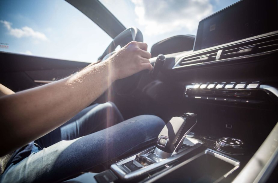 """""""Peugeot"""" Lietuvoje surengė naujos automatinės pavarų dėžės bandymus"""
