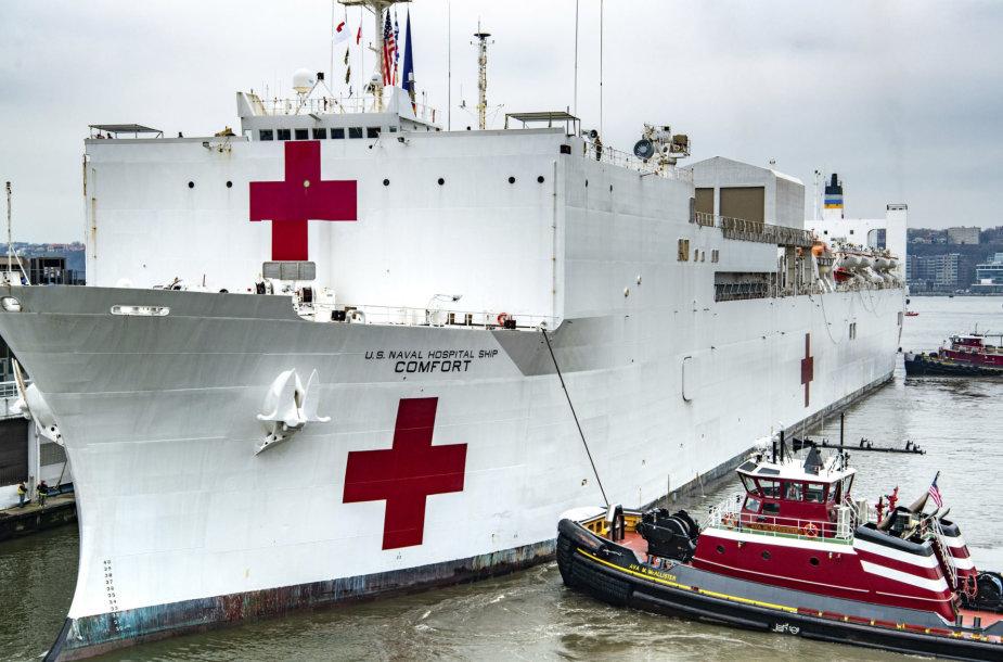 """JAV karinio jūrų laivyno laivas-ligoninė """"USNS Comfort"""" Niujorke"""