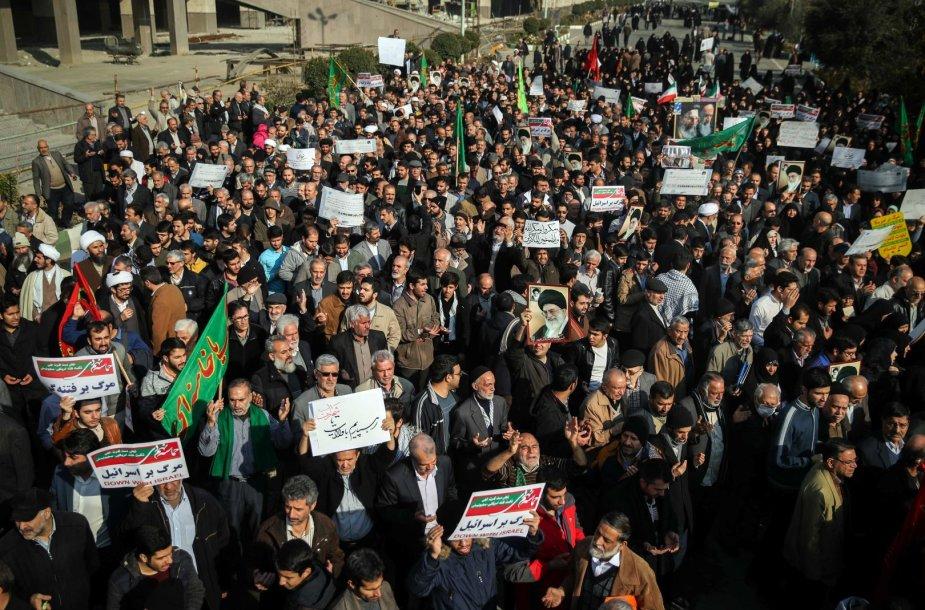 Irane protestuotojai išėjo į gatves